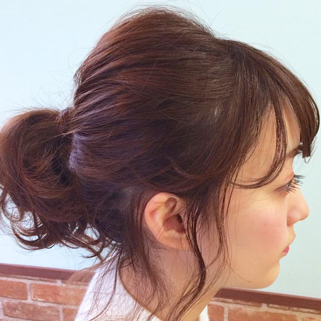ゆらゆら揺れる後れ毛が色っぽい'揺れ髪'_横