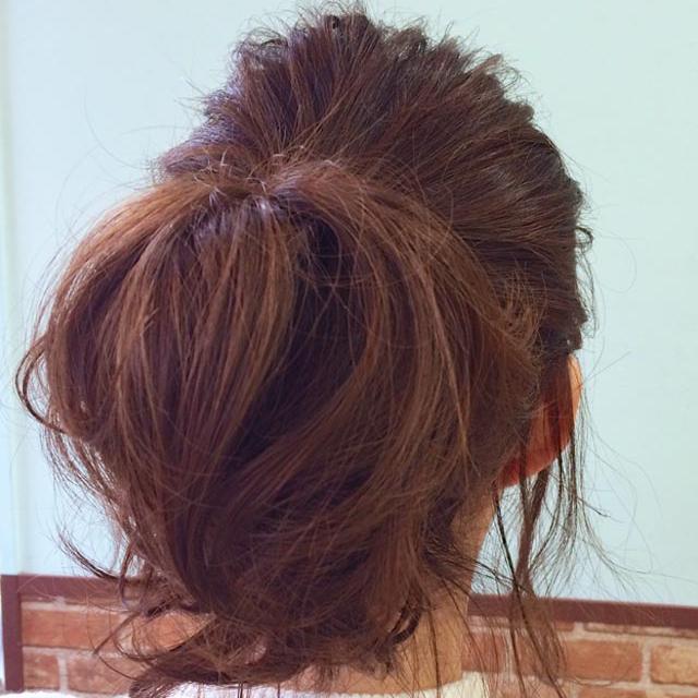 ゆらゆら揺れる後れ毛が色っぽい'揺れ髪'_後ろ