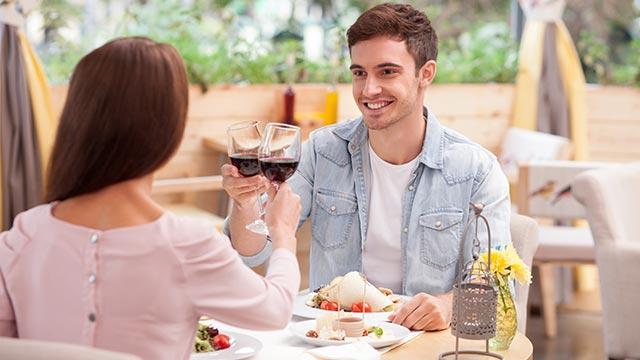 大好きなあの人からデートに誘われるには?おすすめの方法5選!