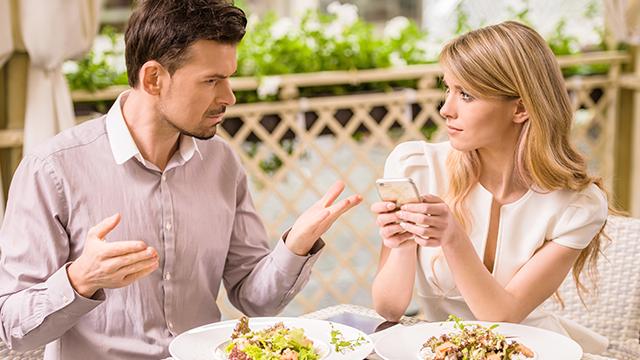 男性は聞きたくない!デート中、彼女に言われると萎える6つの言葉