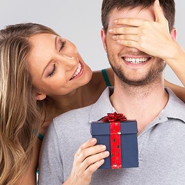 付き合いの長い彼氏への誕生日プレゼントは?マンネリ解消の贈り物特集!