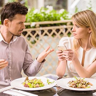 男性は聞きたくない!デート中、彼女に言われると萎える6つの言葉|健康美人