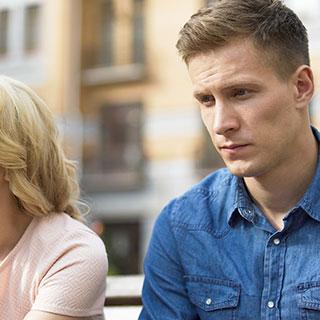 交際中は実は男性も気苦労が絶えない!彼が特に不安になる時5選