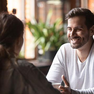 会話で大好きな人と距離を縮めよう♪彼の行動を誘導する5つのコツ!