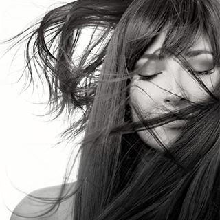 髪は印象を左右させる。今夜から始める髪質改善