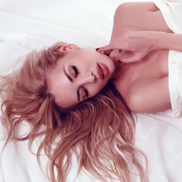 寝ている間にバストアップする3つの方法
