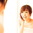 人前で笑うのが不得意なひとは鏡に向かって笑顔の練習しよう