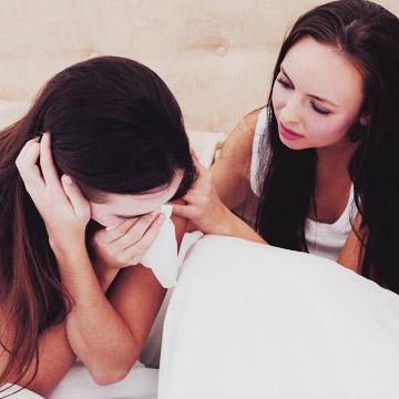 女友だちの失恋話を聞いたときにやってしまいがちな失敗例5パターン