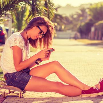 気づけばいつも片手に……スマートフォンの呪縛から自分を解放する6つの方法|健康美人