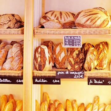 パン屋に行列。