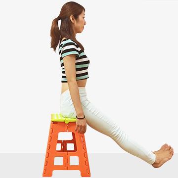 オフィスでエクササイズ「オフィササイズ」浅目に座ってデスクで体感強化と足のむくみとり運動