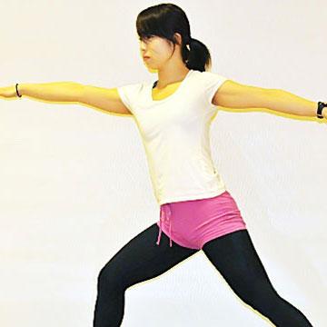 三角のポーズ〜腰周辺の引き締めエクササイズ〜|健康美人