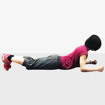 大胸筋でアイソメトリックトレーニング「胸を大きくするエクササイズ」